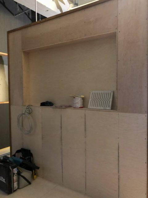 テレビを埋め込むための壁のくぼみ