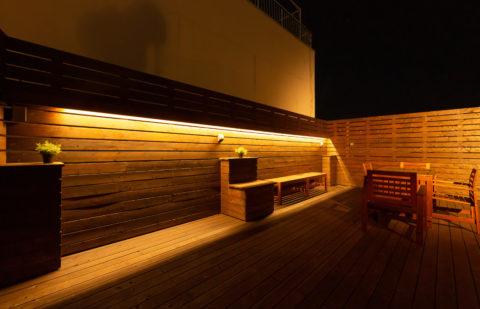 自社屋上ウッドデッキ調光調整ができる照明