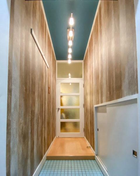 玄関から廊下の壁・天井クロス替えリフォーム