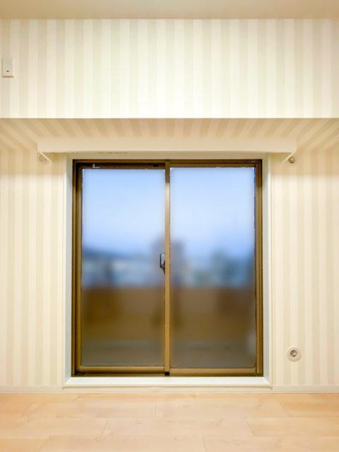 洋室化に伴い障子戸からカーテンボックス付きカーテンへリフォーム