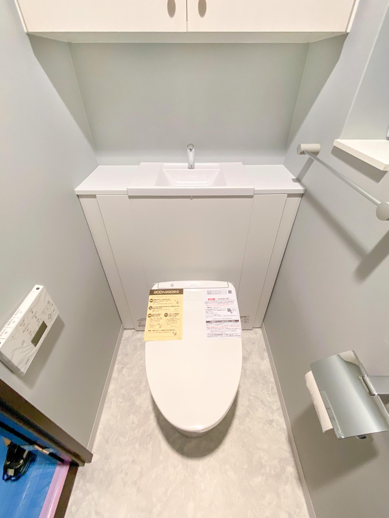 トイレブラシも隠せる・収納力のあるシステムトイレTOTOレストパル