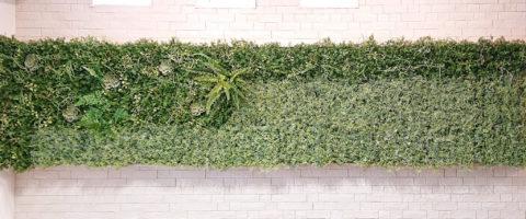 直接壁にフェイクグリーンを小食するグリーンウォール/施工