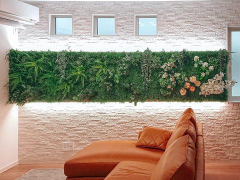 フェイクグリーンで飾る壁Green wall、機能も充実したタイル・エコカラットプラス、間接照明を新設した店舗のようにおしゃれなリビングリフォーム