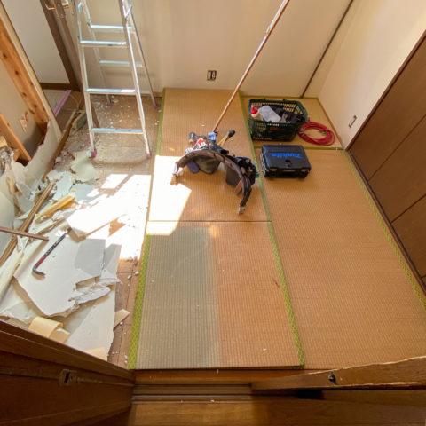 壁の解体と新調前の畳