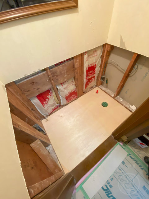 ニッチ収納、壁・床タイル、便器の撤去